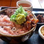 居酒屋 あんじ - まぐろ三昧¥650(小鉢、お漬物、お味噌汁付き)
