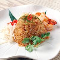 海老とタイハーブのトムヤム炒飯