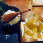 とり鉄 - お通しの自家製豆腐&辛口『舞姫』