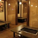 道とん堀 - 内観写真:掘りごたつ席