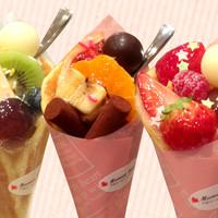 ママンユキ - 特製パンケーキに生クリーム・カスタードクリーム・フルーツがたっぷり詰まったママッフル