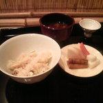 啐啄 つか本 - 松茸ごはん、シメジの赤だし、お漬け物