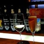 カーヴ・ド・テール - 苺のスパークリングワイン:800円+白ワイン