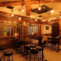 鉄板酒場アケボノヤ - 貸し切りも可能なテーブル席空間