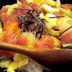 寿司処 六ちゃん - おまかせ丼は具の種類も量も多かったです