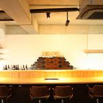 焼肉錦平 - お昼のカウンター、全8席