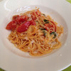 フリュティエ - 料理写真:モツァレラとバジルのトマトパスタ
