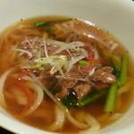 上海モンナリーサ - 刀削鶏麺 680円