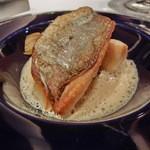 レストラン ラ フィネス - イシモチのポワレ、フォアグラのオイルで筍のコンフィ委とオマール海老のソース