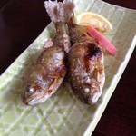 だるまや - 天然あまごの塩焼き825円(小ぶりだが2匹あります。)