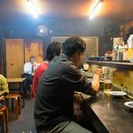 大衆焼肉 ジンギスカン - 煙で蛍光灯もけむって写ります。