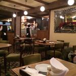 CAFE RIGOLETTO - 店内は広々