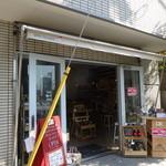 ダイヴトゥーワイン ジングウマエ - DIVE TO WINE Jingu-Maeの店頭