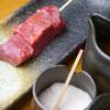 もんど - 料理写真:『黒毛和牛のランプ』ランプとは腰から背中にかけての部分です。柔らかく旨みもあり、クセがないのが特徴。タレ・岩塩・もしくはワサビ醤油とお召し上がり下さい。
