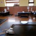 とんぼ亭 - 鉄板はこんな感じで・・・スイッチが卓上にあります