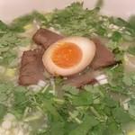 極 蘭州拉麺 - 牛肉麺、香菜トッピング