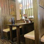 ばり馬 - テーブル席