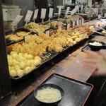 讃岐うどん大使 東京麺通団 - 揚げ物ぎっしり