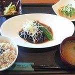旬穀旬菜カフェ - 8月B膳 鶏肉と茄子の揚げ煮
