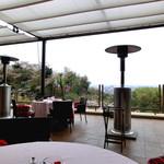 ザ・ガーデンテラス - テラス席にはパラソルヒーターがあります