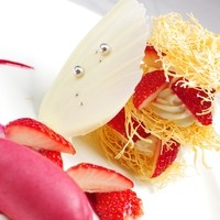当店のスペシャリテ・定番デザートの『天使のミルフィーユ』