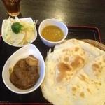 ミンガラバー - Bセット(豆スープカレー、マトンのスパイシー煮込み)