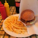 ブッチャーズキッチン - ...「ブッチャーズバーガー(1250円)」、正しいハンバーガーの形態と味、価格!!