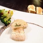 カグラ - 奥は豆腐ステーキ