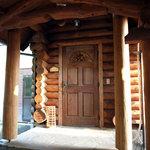 阿蘇 火の鳥温泉 欧風料理宿 ログ山荘 火の鳥 - 宿泊したログハウスの玄関