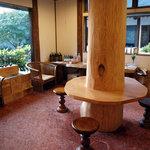 阿蘇 火の鳥温泉 欧風料理宿 ログ山荘 火の鳥 - 管理棟エントランスの土産物売り場