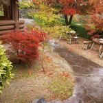 阿蘇 火の鳥温泉 欧風料理宿 ログ山荘 火の鳥 - 雨と紅葉と山荘