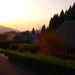 阿蘇 火の鳥温泉 欧風料理宿 ログ山荘 火の鳥 - 夕陽とログ山荘