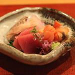 会席料理 岸由 - お造り (鮪、赤貝、鯛、鯛の肝 と 浮き袋) (2014/04)