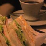 淳 - レタスしゃきしゃき 美味しいサンドイッチ