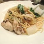 アノーニモ - 【広島産牡蠣の白ワイン風味ソース@1200円】牡蠣がゴロゴロ♪