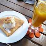 ノウノウカフェ - ジンジャークレープ(¥400)とマンゴジュース(¥280)