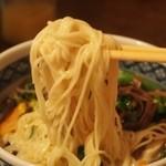 メティ - 麺は細麺