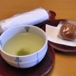 章月グランドホテル - 仲居さんがお茶を持ってきてくれました(*´∀`*)ノ