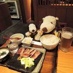 青葉苑 - ボキらが注文したのは、特上牛タンセットだよ。 2000円ちょっと超えるんだけど、麦飯とろろごはんに テールスープ、小鉢がついてます。 ふわっとしたやわらかいお肉で美味しかったよ~