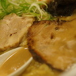 麺屋 雪風 - 2種肉、スープ