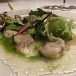 """ダ ジュンジーノ - 海のトリュフ""""Tartuffo di Mare""""と呼ばれるヨーロッパの二枚貝とカリフラワーのピュレ、野菜、ルッコラのズペッタ添え カリフラワーのピュレが印象的"""