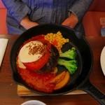 俺のステーキジョー - とろーり4チーズアルフレッド&フレッシュトマトのハンバーグ
