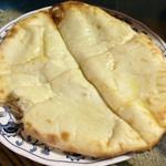 カトマンド - チーズいっぱいチーズナン
