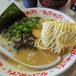 なんでんかんでん - 2014年4月24日(金) ラーメン(すごくこってり&粉落とし)600円 粉落とし麺リフト