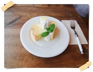 カナリヤの森 - レモンシフォン♪爽やかで軽くて春らしいお味のケーキでした。