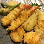 26663260 - 天ぷら盛り合わせ  いいネタ使ってます♥︎特にぷりぷり牡蠣の天ぷら♥︎