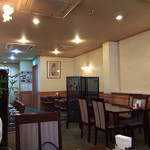 レストラン ミクニ - 歴史ある落ち着いた雰囲気の店内