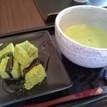 和カフェスペース - お抹茶と抹茶蕨餅