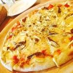 手作りピッツァ・お惣菜ルーティーン - 季節限定のごぼうのピッツァ♪道産小麦と発芽玄米粉100%にベジパウダー入りのモチっと生地にチーズが生地の厚み位たっぷり☻♪無添加無化調なのもうれしい♥︎