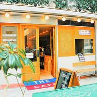 THE CAFE - 【四ツ橋駅より徒歩すぐ、心斎橋駅より徒歩3分、大阪難波駅より徒歩5分】駅近なのでお買い物帰りにも立ち寄りやすい!